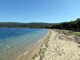 Livari beach i ostrvo Diaporos